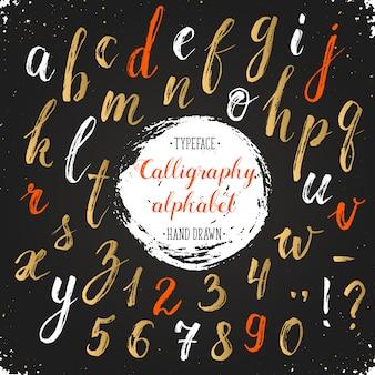Ręcznie rysowane suchym pędzlem litery kaligrafii