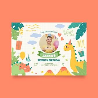 Ręcznie rysowane szablon zaproszenia urodzinowe dinozaura ze zdjęciem