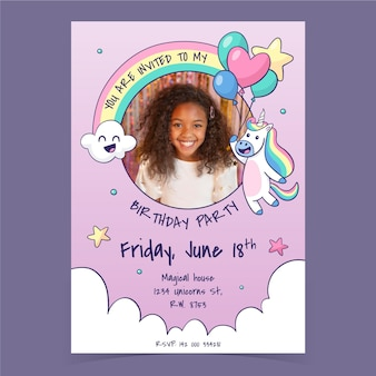 Ręcznie rysowane szablon zaproszenia urodzinowe jednorożca ze zdjęciem