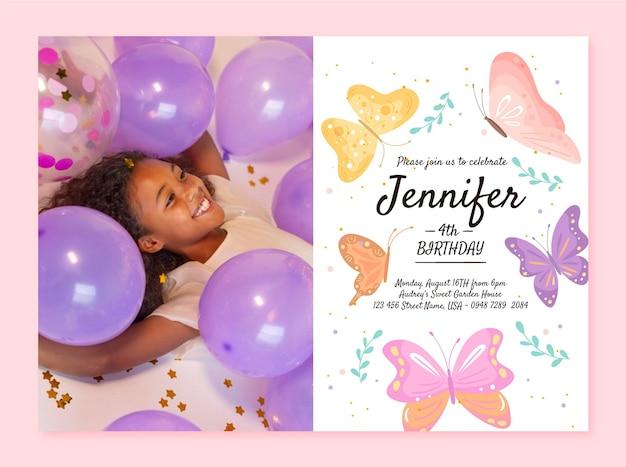 Ręcznie rysowane szablon zaproszenia urodzinowego motyla ze zdjęciem