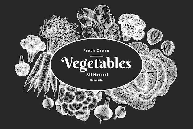 Ręcznie rysowane szkic projektu warzyw. ilustracje botaniczne w stylu grawerowanym na tablicy kredowej.
