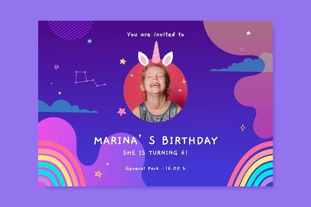 Ręcznie rysowane zaproszenie urodzinowe jednorożca ze zdjęciem