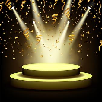 Reflektor świecący na pustej scenie ze złotymi konfetti