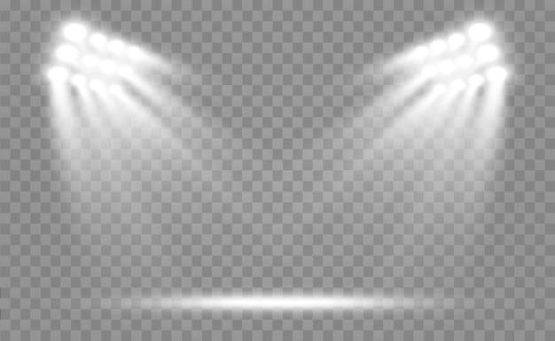 Reflektory stadionowe jasno oświetlają wieczorne lub nocne zawody sportowe, koncerty, pokazy, imprezy. na przezroczystym tle. areny jasnych reflektorów. jasne światła. oświetlona scena.