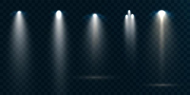 Reflektory ustawione na przezroczystym tle. świecący efekt świetlny.
