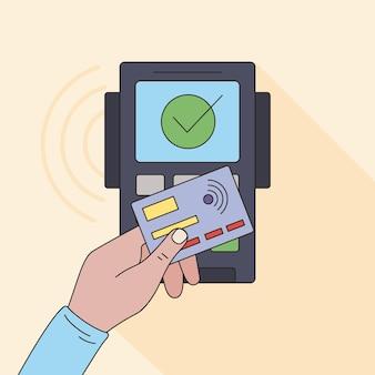 Ręka i kupon użytkownika płatności zbliżeniowych