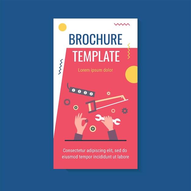 Ręka naprawia i trzyma klucz i szablon broszury przekładni
