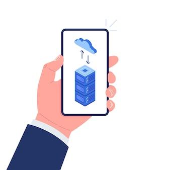 Ręka trzyma smartfon z chmurą i serwerem na ekranie