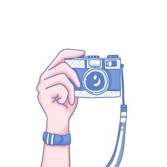 Ręka trzyma stary aparat