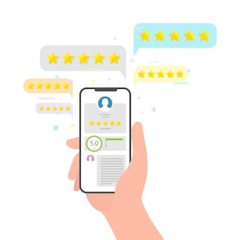 Ręka trzyma telefon i gwiazdki ocena opinii. idealna koncepcja przeglądu pięciu gwiazdek. ocena oceny w mediach społecznościowych koncepcja opinii użytkowników
