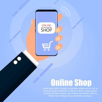 Ręka trzyma telefon, na którym ekranie sklep internetowy jest niebieski.