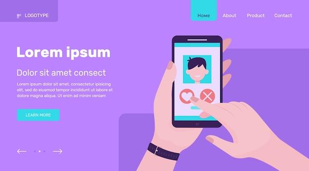 Ręka trzyma telefon z datą aplikacji.