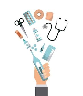 Ręka z wyposażeniem pierwszej pomocy