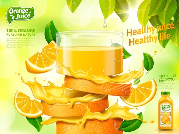 Reklamy soku pomarańczowego, szklanka soku ze świeżej pomarańczy w plasterkach na białym tle