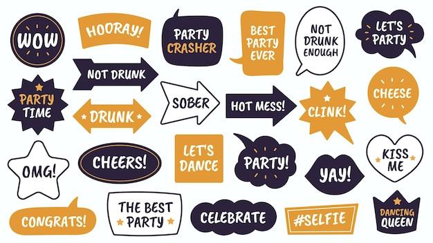 Rekwizyty imprezowe. czarne i żółte bąbelki z zabawnymi cytatami, rekwizyty fotobudki na maskaradę, boże narodzenie i nowy rok wektorowe dymki jako czas imprezy i ser, pijany, świętujący i trzeźwy