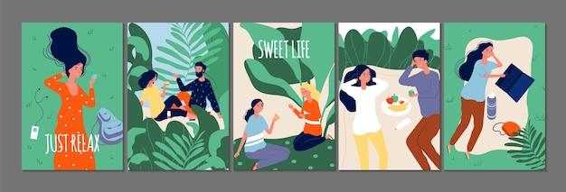 Relaksuj karty czasu. szczęśliwi ludzie relaksujący na łonie natury. płaskie pary zakochanych singli z ilustracją gadżetów napojów spożywczych. para szczęśliwy romantyczny i rekreacyjny