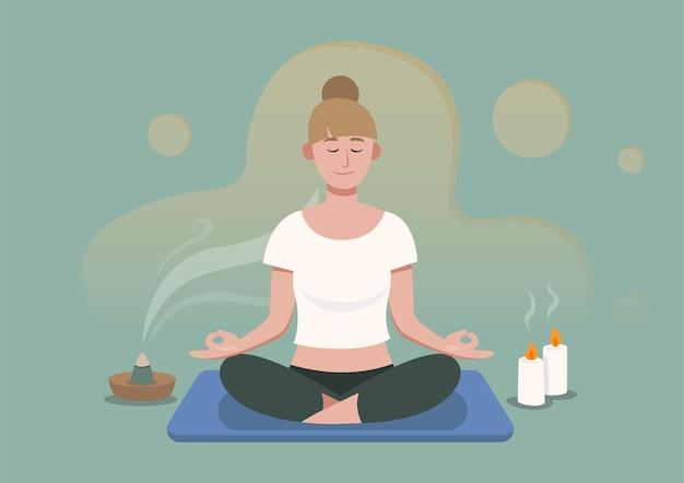 Relex kobieta z zamkniętymi oczami siedzi na macie w pozycji lotosu