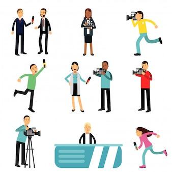 Reporterzy i kamerzyści strzelają i przeprowadzają wywiady z osobami tworzącymi transmisje telewizyjne, dziennikarze w pracy ustawiają ilustracje