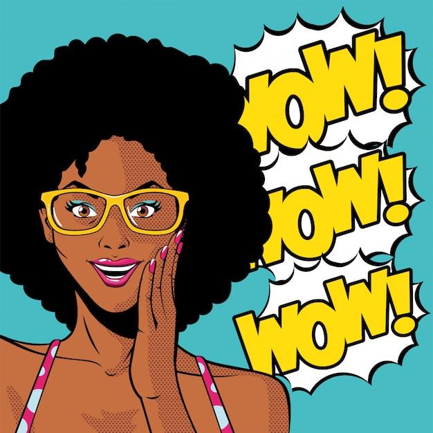 Retro czarny afro kobieta kreskówka z okularami i wow wektorem wybuchu