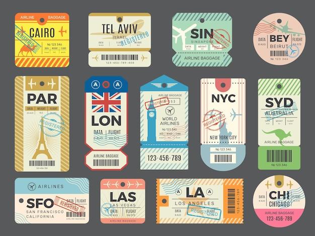 Retro przywieszki bagażowe. podróże starych biletów lotniczych etykiety znaczków na zestaw bagażu.