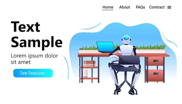 Robot siedzący w miejscu pracy robotyczny biznesmen pracujący w biurze koncepcja technologii sztucznej inteligencji pozioma przestrzeń kopii na całej długości