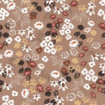 Rocznik bezszwowy wzór w kolorowych małych ładnych kwiatach. kwitnące łąki w stylu wolności