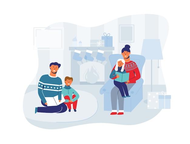 Rodzice czytają książki z dziećmi w wigilię bożego narodzenia w domu. ferie zimowe wesołe postacie w pobliżu kominka. ojciec czyta książkę dla syna.