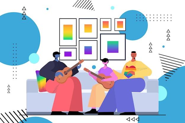 Rodzina gejów gra na gitarze z synem ojcostwo transpłciowa miłość koncepcja społeczności lgbt pozioma ilustracja wektorowa pełnej długości