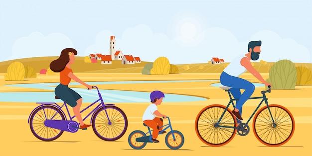 Rodzina jedzie razem na rowerach na wsi