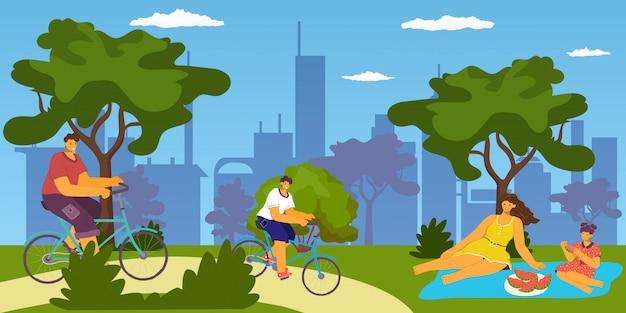 Rodzina na świeżym powietrzu w parku miejskim, jazda na rowerze i piknik, jedzenie, wspólna zabawa, ilustracja kreskówka wakacje i wypoczynek. ojciec matka, syn i córka, jazda na rowerach w parku.