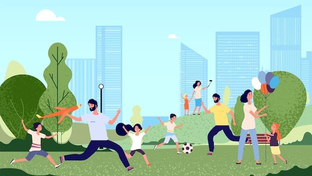 Rodzina w parku. aktywność w parku miejskim, sezonowe spacery. szczęśliwe dzieci kobieta mężczyzna skacze i gra