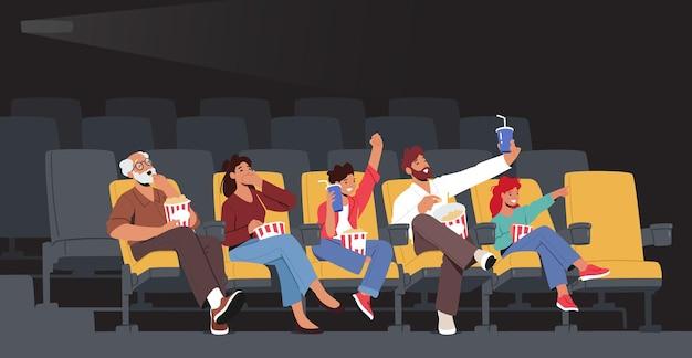 Rodzinne postacie oglądając film w kinie. młoda matka, ojciec i dziadek, córka i syn, ciesząc się filmem w kinie. weekendowe szczęście. ilustracja wektorowa kreskówka ludzie