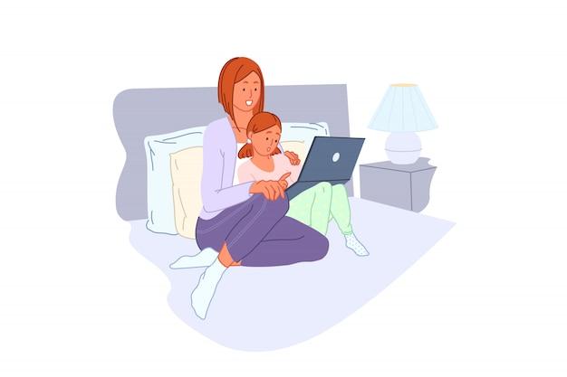 Rodzinny wypoczynek, szkolenie komputerowe, rozrywka domowa, koncepcja uczenia się komputera