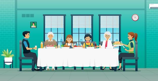 Rodziny siadają razem, aby zjeść na stole jedzenie z dziadkiem i babcią