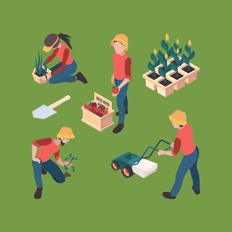 Rolnicy izometryczny. ogrodnicy ludzie hodowlani profesjonalni pracujący na zewnątrz gospodarstwa wektor znaków zestaw rolnictwa