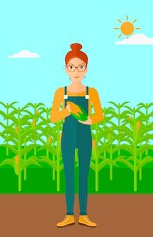 Rolnik posiadający kukurydzę.