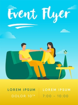 Romantyczna para siedzi przy kanapie, rozmawia i pije kawę ulotki szablon