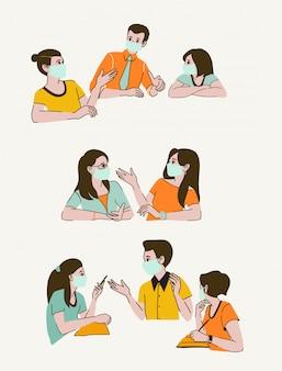 Rozmawiający ludzie, uśmiechnięte młode kobiety i mężczyźni