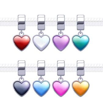 Różne metalowe zawieszki w kształcie serca na naszyjnik lub bransoletkę.