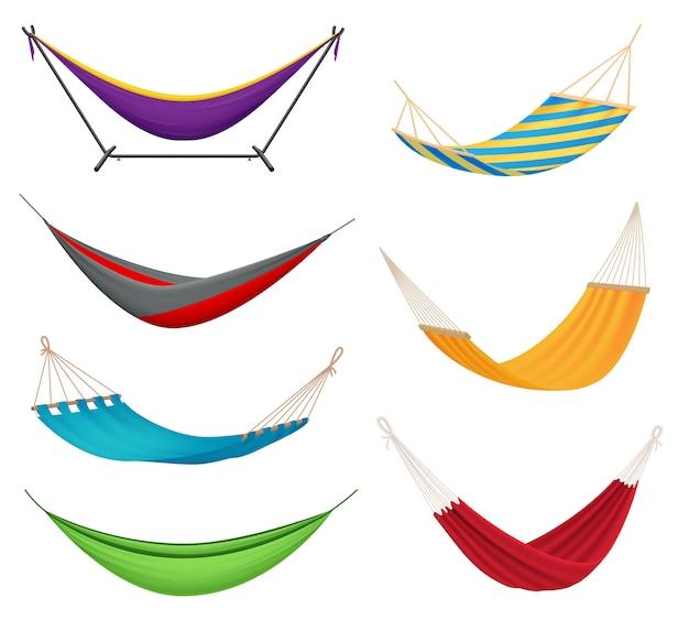 Różne rodzaje kolorowych wiszących hamaków z tkaniny