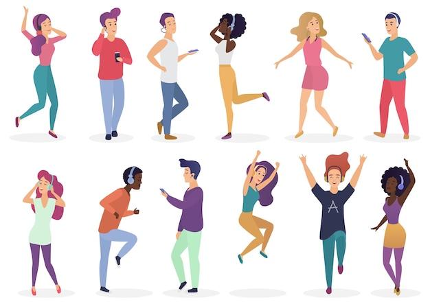 Różni ludzie tańczą i słuchają muzyki przez słuchawki. kreskówka młodzi chłopcy i dziewczęta w zwykłych ubraniach z odtwarzaczami audio zestaw ilustracji