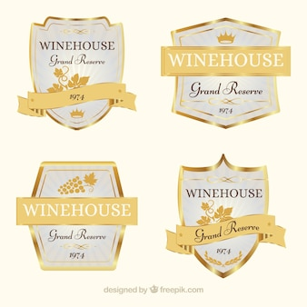 Różnorodność nalepek na złote wino