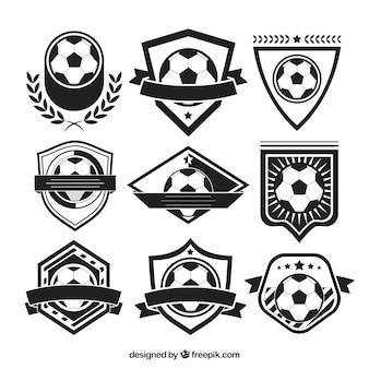 Różnorodność odznak piłkarskich