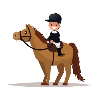 Rozochocony chłopiec dżokej jedzie konia.