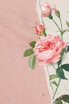 Różowa papierowa róża z porysowaną stroną