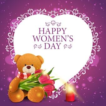 Różowa powitanie pocztówka dla kobieta dnia z papierowym sercem