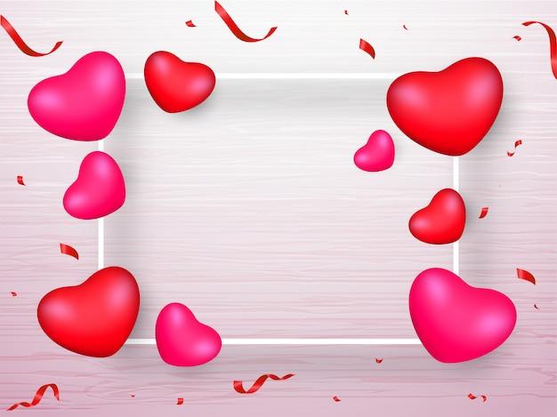 Różowe i czerwone realistyczne serca i wstążki konfetti ozdobione białym tle drewniane tekstury z miejsca na wiadomości.