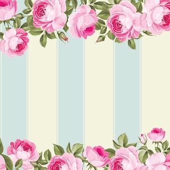 Różowy kwiat granicy z niebieską płytką.