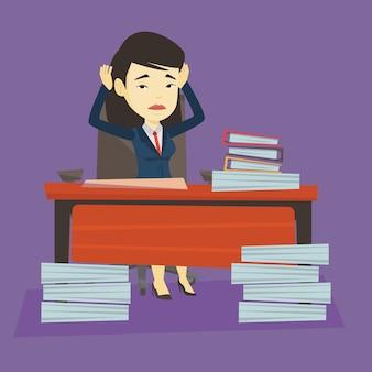 Rozpacz biznesowa kobieta pracuje w biurze.