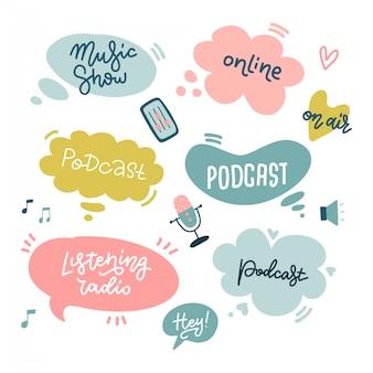 Rozpocznij podcasting naklejki z bąbelkami mowy i odręczną typografią na kurs lub szkołę podcastu, produkuj samodzielnie wykonane podcasty, odręczne płaskie litery doodle, inspirujący cytat